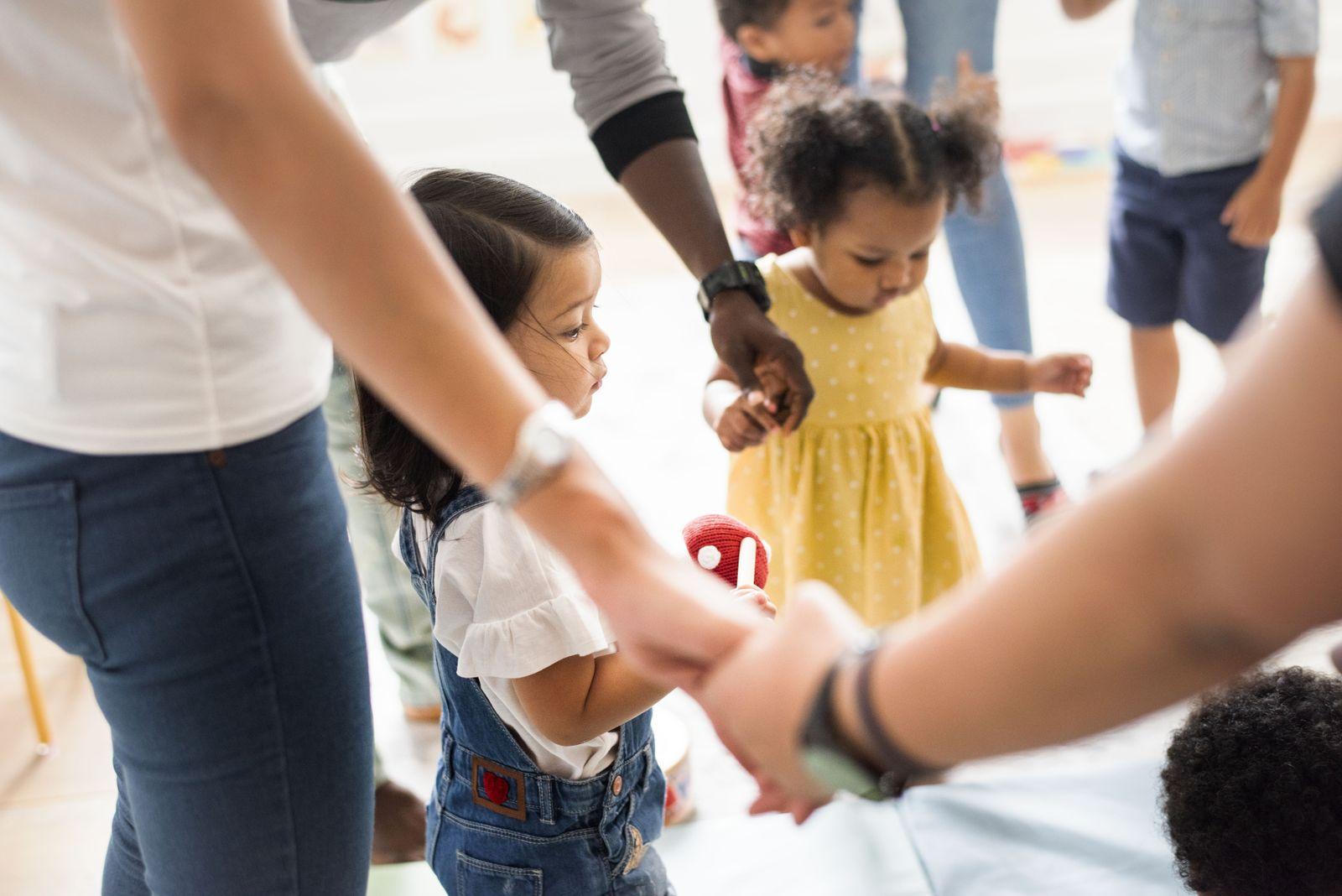 EINMALIGE VERWENDUNG Kindergarten/ Spiel