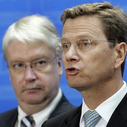 """FDP-Chef Westerwelle mit Hessens FDP-Spitzenkandidat Hahn: """"Wir lassen uns auf derartiges Geplänkel nicht ein"""""""