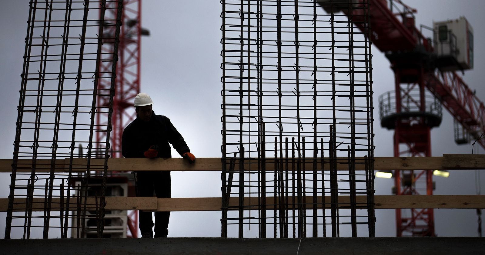 Baustelle / Bauarbeiter / Kran / Mindestlohn
