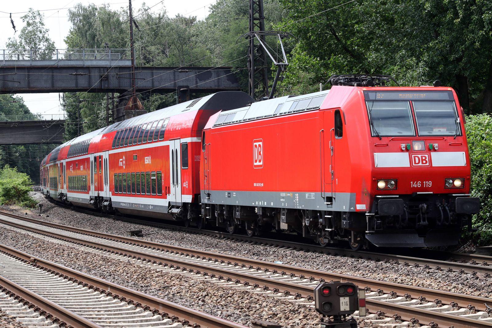 EINMALIGE VERWENDUNG Regionalexpress der Linie RE2 mit der Baureihe 146