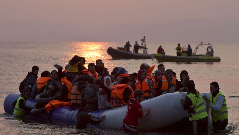 Flüchtlinge landen in Lesbos an (Archivbild)