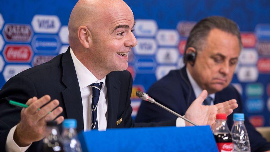 Fifa--Präsident Gianni Infantino (l.), Russlands Fußball-Chef Witali Mutko