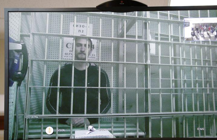 Der Schauspieler Pawel Ustinow während einer Videoanhörung