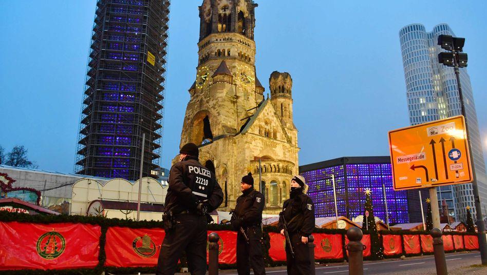 Polizisten am Berliner Breitscheidplatz