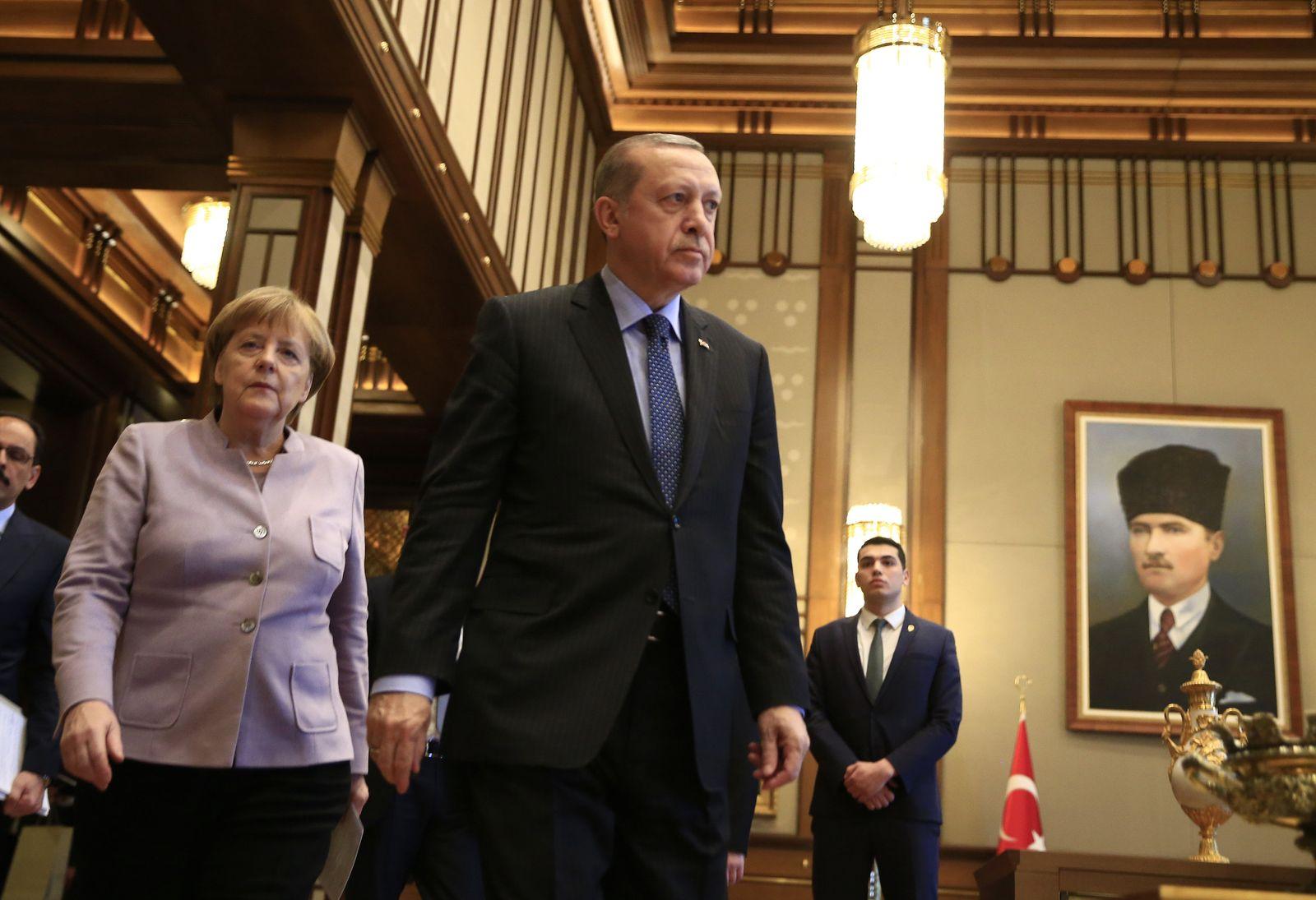 Erdogan empfängt Merkel