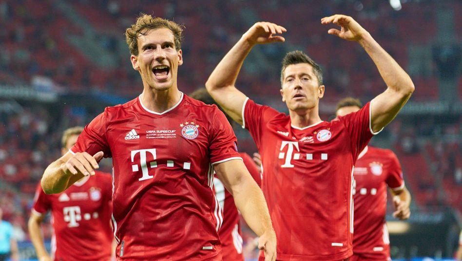 Meister vor dem eigenen Einsatz: Bayerns Leon Goretzka und Robert Lewandowski