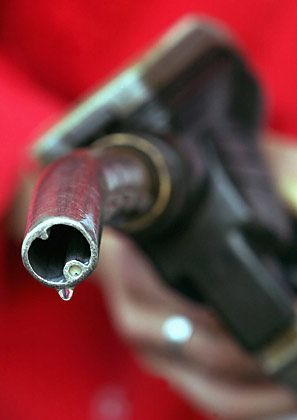 Teures Benzin: Ölpreisschock an der Tankstelle