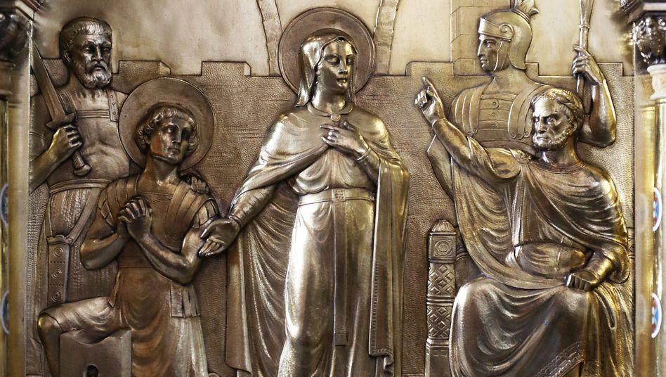 Die Darstellung der Heiligen Corona auf dem Schrein im Dommuseum in Aachen