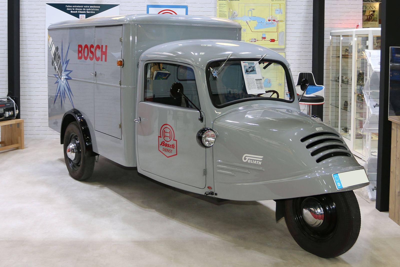 Werbefahrzeug Goliath GD 750 (Baujahr 1954) am Stand von Bosch Classic Service, 45. Salon Retromobile (05. - 09.02.2020)