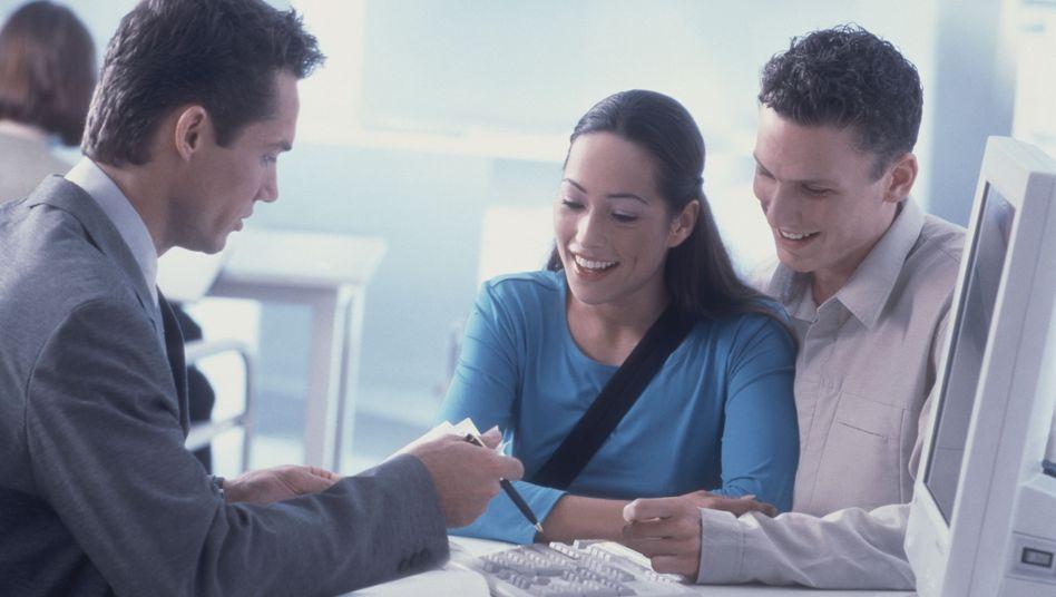Versicherungsvertreter (Symbolbild): Anreiz durch Provisionen