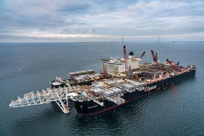 Allseas-Verlegeschiff im Einsatz nahe Dänemark