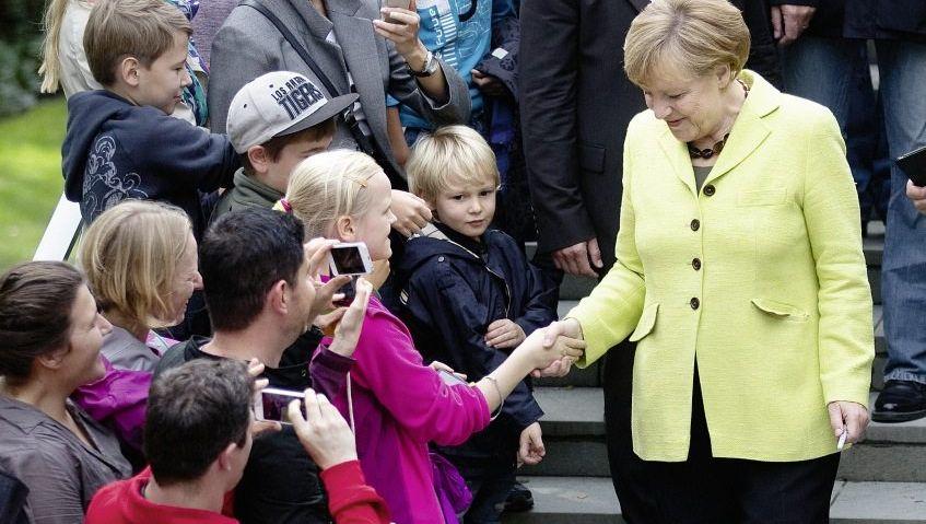 Kanzlerin Merkel(*)