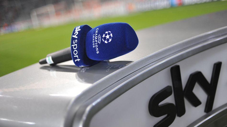 Moderatorenpult im Stadion: Der Sky-Aktienkurs dümpelt bei einem Euro
