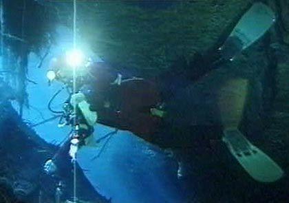 Überlebenswichtiges Equipment in der Höhle: Ausreichend Licht und Sauerstoff