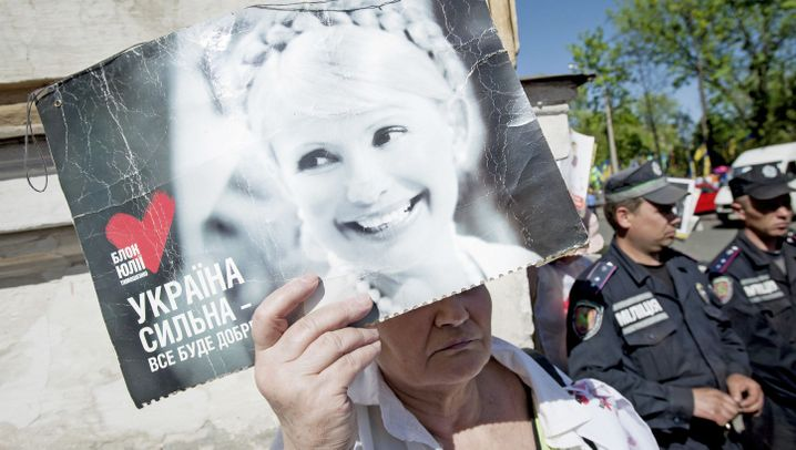 Photo Gallery: A Daughter Fights for Her Mother's Freedom