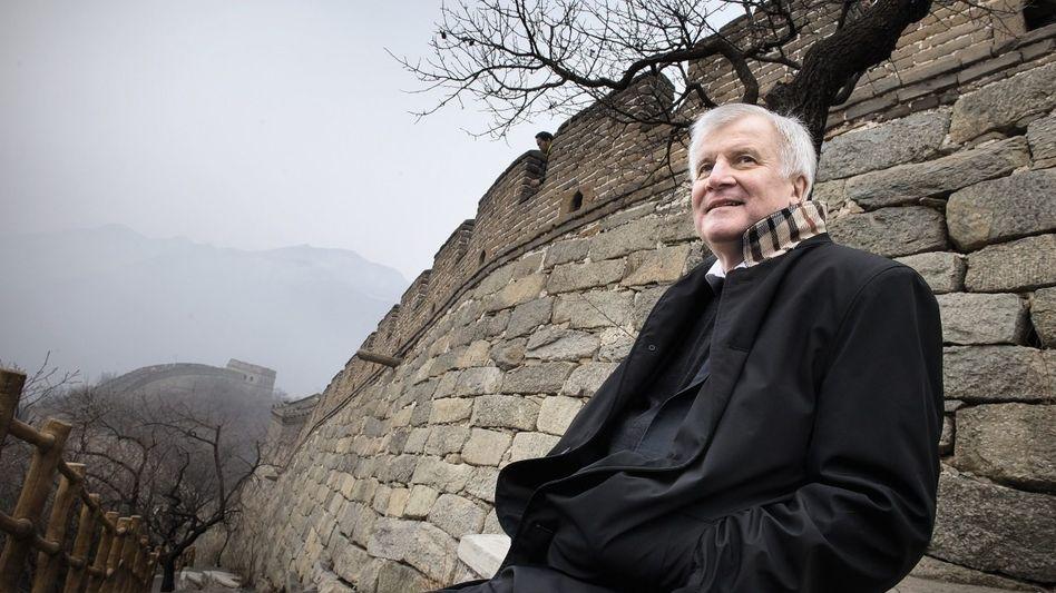 Ministerpräsident Seehofer an der Chinesischen Mauer