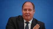 """Kanzleramtschef rechtfertigt Einschränkungen """"bei Feiern und eben leider auch beim Reisen"""""""