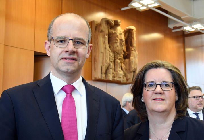 Die Bundestagsabgeordneten Michael Brand (CDU) und Kerstin Griese (SPD) im Bundesverfassungsgericht
