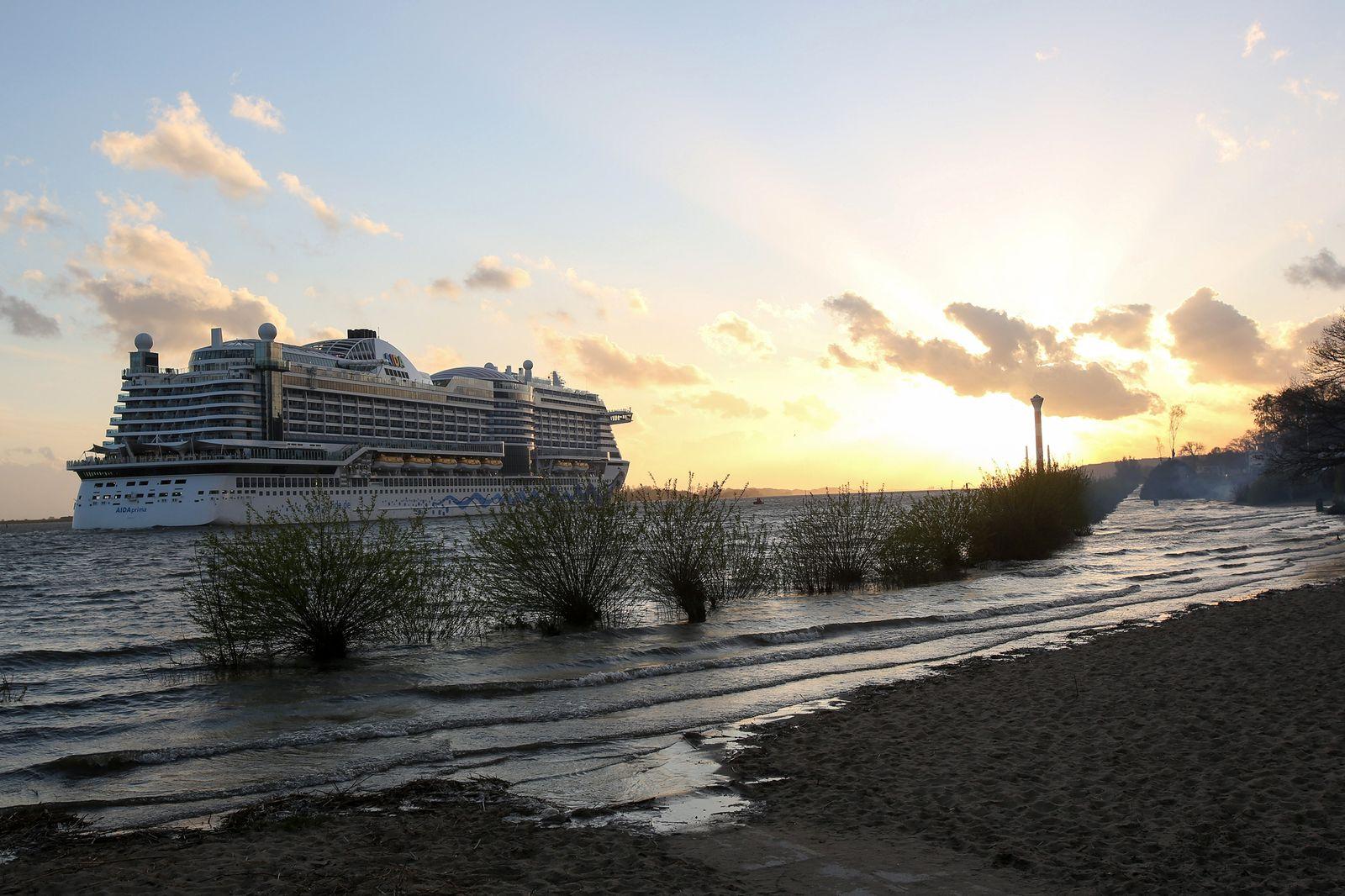 Kreuzfahrtschiff / Queen Mary 2