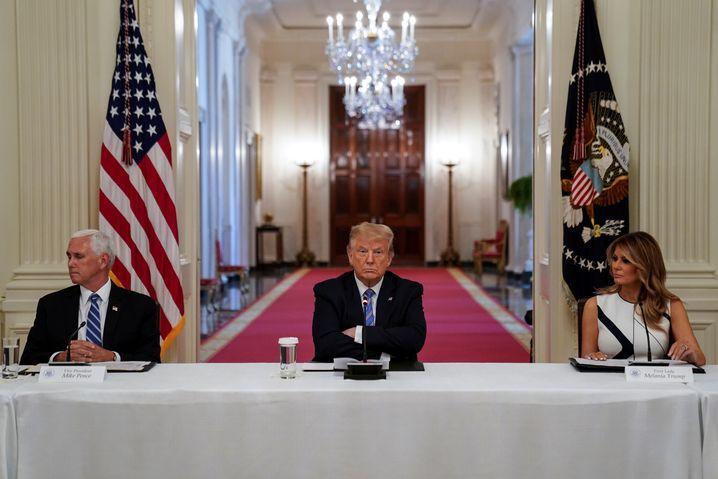 Vizepräsident Mike Pence, Präsident Donald Trump und First Lady Melania Trump setzen sich für die Öffnung der US-Schulen ein