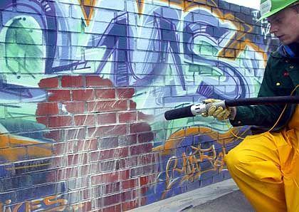 Graffiti-Entfernung in Berlin: Von wegen sauber und von Regeln besessen