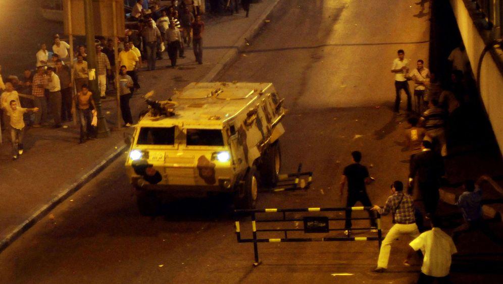 Deutsche Panzer in Kairo: Ungebremst in die Menge