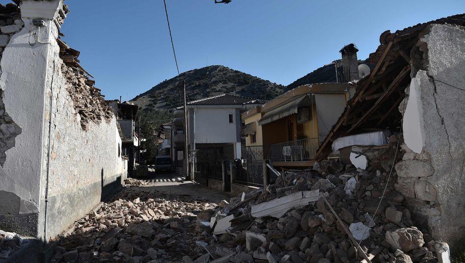 Griechenland Menschen Mussen Nach Starkem Erdbeben In Zelten Ubernachten Der Spiegel