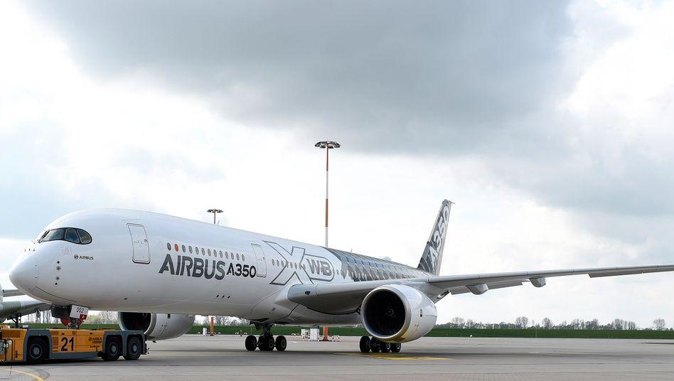 Airbus A350 XWB in Hamburg-Finkenwerder: Insgesamt sollen in Deutschland 5100 Stellen wegfallen