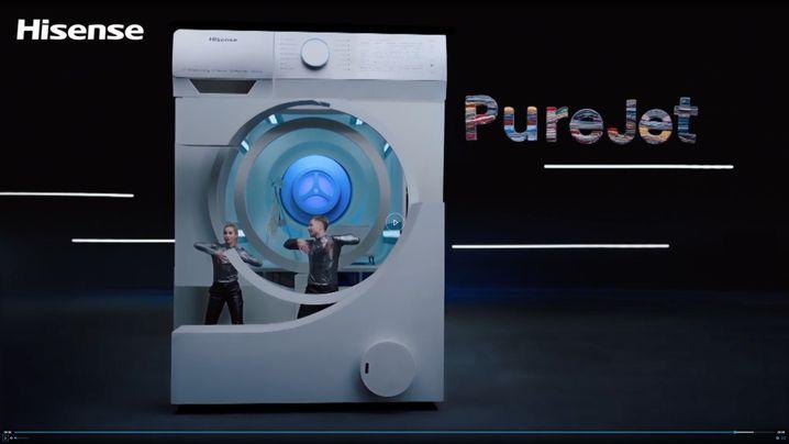 Screenshot aus der Hisense-Pressekonferenz: »Dirty Dancing« in der Waschmaschine