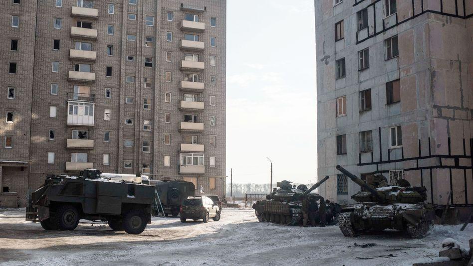 Panzer der Regierungstruppen in der Ostukraine (Archiv)
