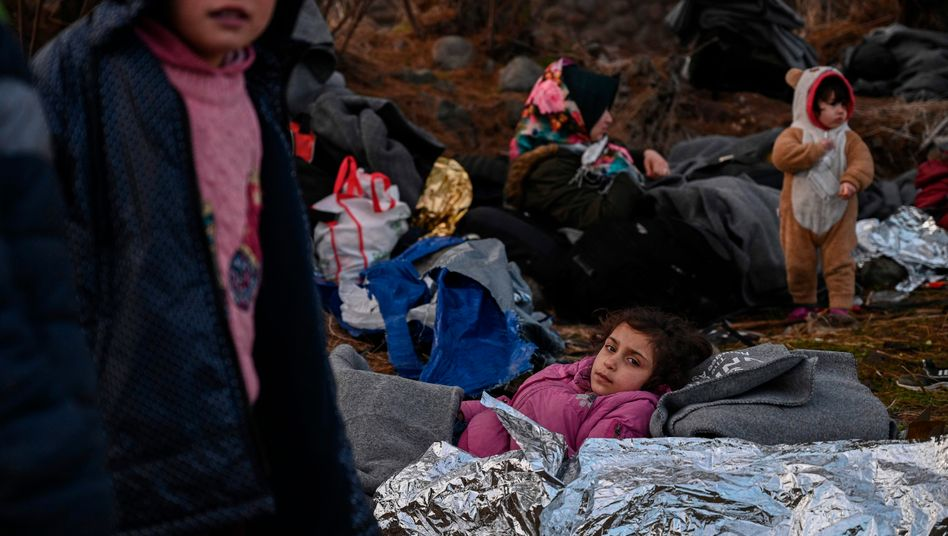 """Flüchtlingskinder auf der griechischen Insel Lesbos: Jedes EU-Land solle pro halbe Million Einwohner je zehn unbegleitete Minderjährige """"aus diesem Loch herausholen"""", schlug Luxemburgs Minister Jean Asselborn in Brüssel vor"""