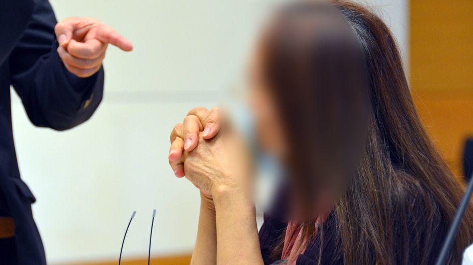 Angeklagte vor Gericht (Archivbild): Haupttäterin im Fall eines bundesweit agierenden Bordellrings
