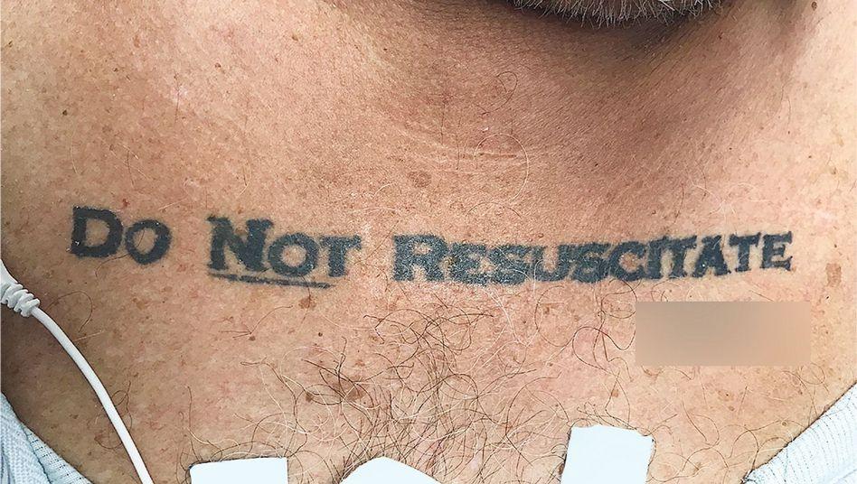 """""""Nicht Wiederbeleben""""-Tattoo des Patienten im Jackson-Memorial-Krankenhaus in Miami"""