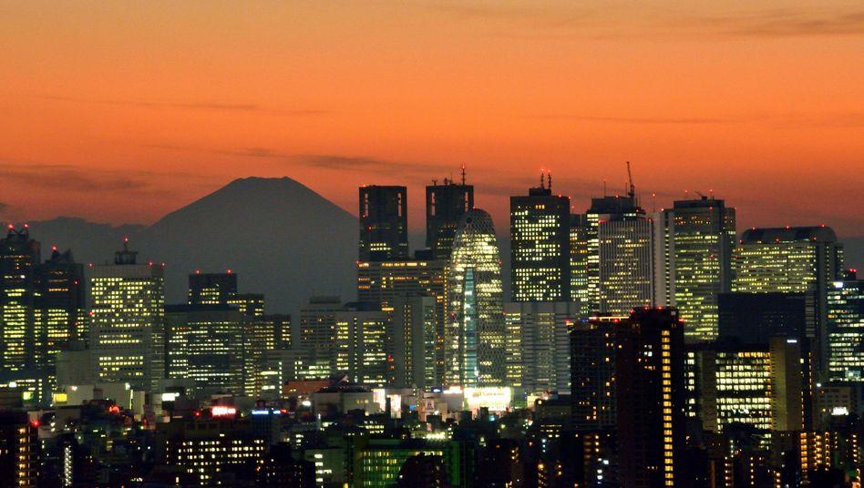 Skyline von Tokio (Archivbild): Die Finanzspritze entspricht laut Premier Abe 40 Prozent der Wirtschaftsleistung Japans