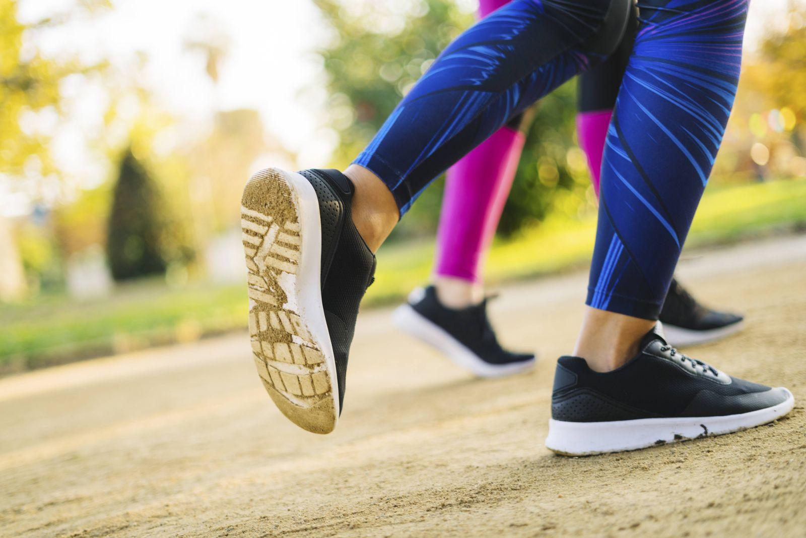 EINMALIGE VERWENDUNG Achilles Verse/ Joggingstart im Frühling