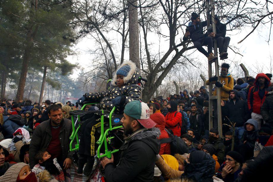 Gedrängel an der Grenze: Migranten vor der griechischen Absperrung