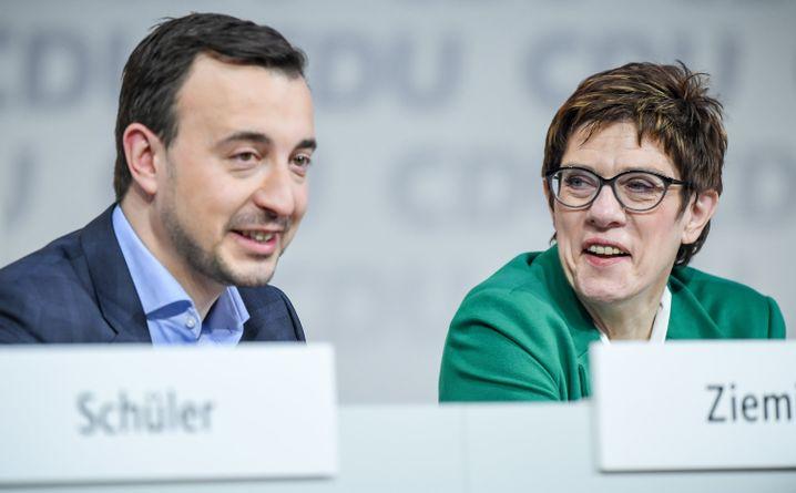 Paul Ziemiak, Generalsekretär, und Parteichefin Annegret Kramp-Karrenbauer: neues Führungsduo der CDU