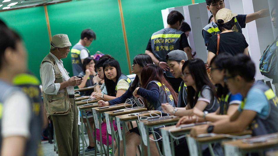 Wahllokal in Hongkong: Mehr als ein Fünftel der Wahlberechtigten fordert mehr Mitbestimmung