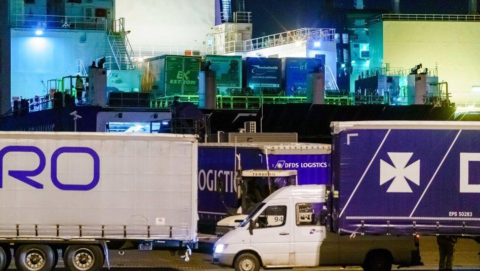 Dänische Frachtfähre im Hafen von Vlaardingen: Wusste der Lkw-Fahrer von den blinden Passagieren?