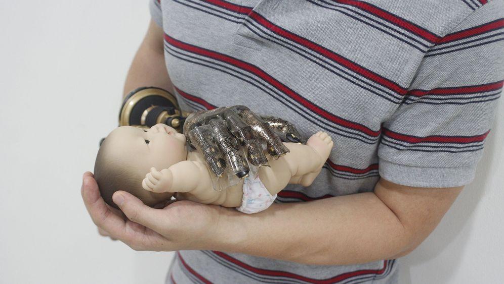 Stoff für Prothesen: Forscher entwickeln dehnbare Kunsthaut