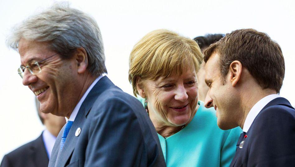 Paolo Gentiloni, Angela Merkel, Emmanuel Macron beim G7-Gipfel in Taormina