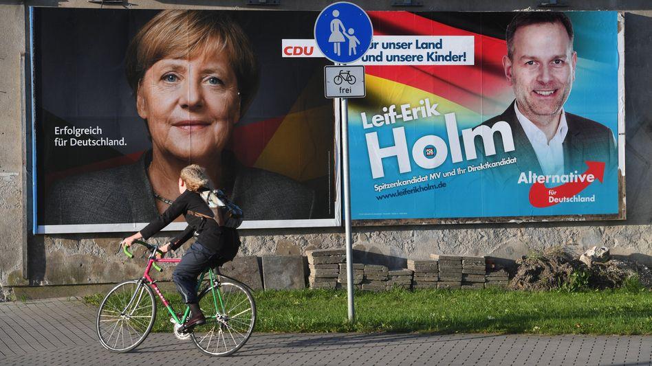 Wahlplakate von CDU und AfD (2017 in Stralsund): Gerade auf kommunaler Ebene fällt die Abgrenzung oft schwer
