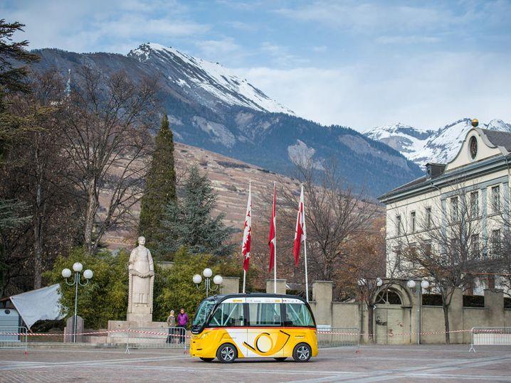 Autonomer Postbus in Sitten im Schweizer Kanton Wallis