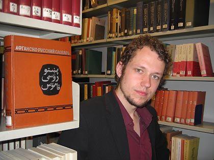"""Sprachtalent Heine in der Bibliothek: """"Das Pashto ist süß und zugleich herb"""""""