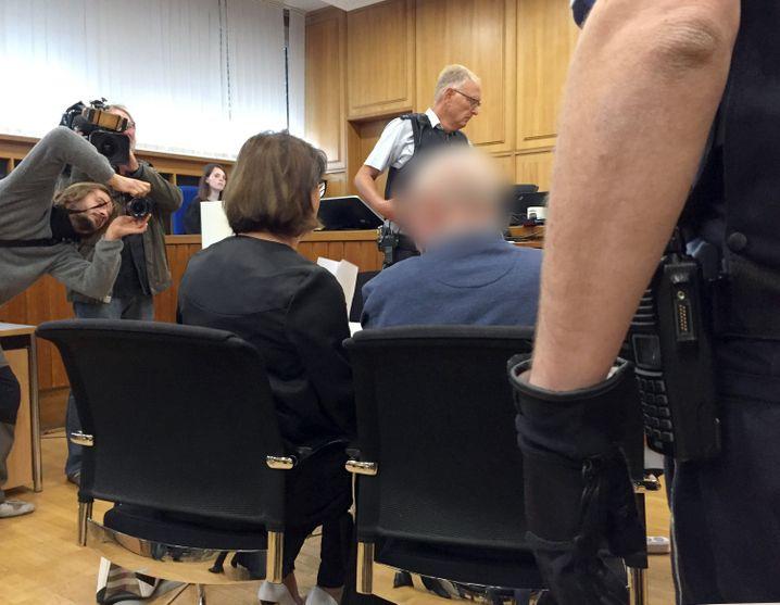 Angeklagter B. im Landgericht Heilbronn