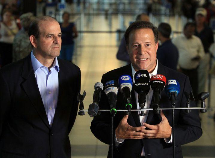 Panamas Präsident Juan Carlos Varela (rechts)