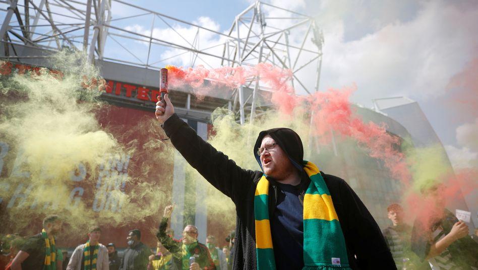 Der Protest der United-Fans führte am Sonntag zur Spielabsage