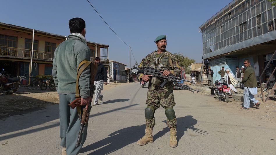 Afghanische Sicherheitskräfte nahe der US-Basis in Bagram