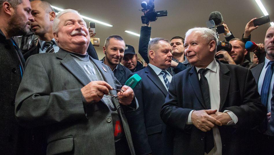 Lech Walesa (l) und Jaroslaw Kaczynski
