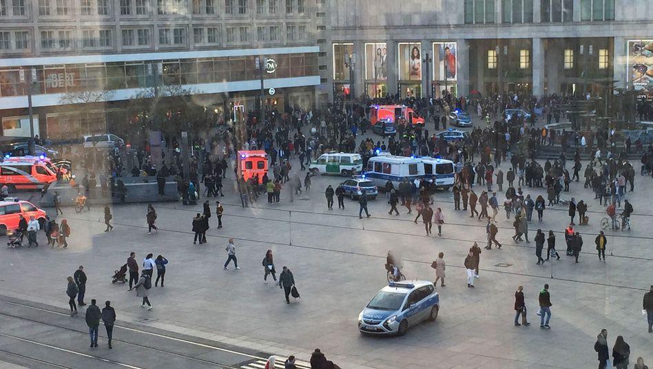 Auf dem Berliner Alexanderplatz kam es zu einer Massenschlägerei.